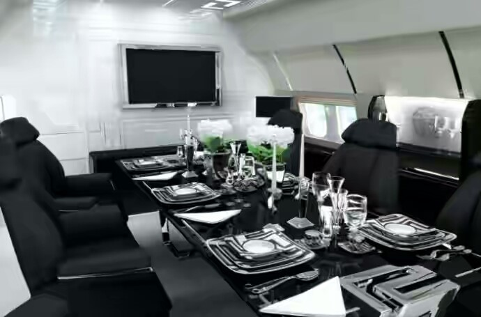 Seinfeld wouldn't complain about food on this private jet!